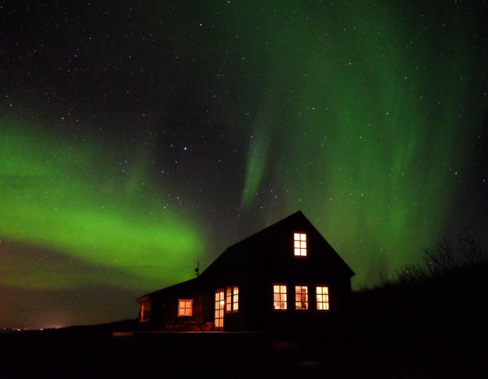 Terrific Traditional Black House In West Iceland Os Cabinporn Download Free Architecture Designs Xoliawazosbritishbridgeorg